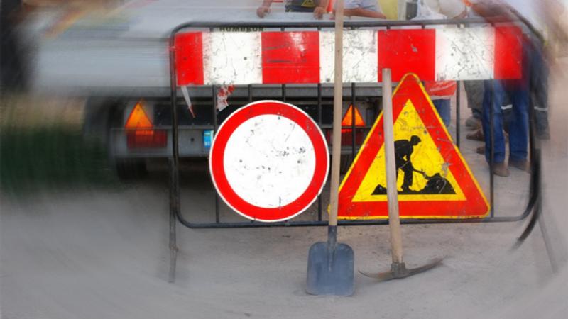 """Снимка: Ремонтни дейности ограничават движението пред блок в ж.к. """"Дъбника"""" във Враца"""