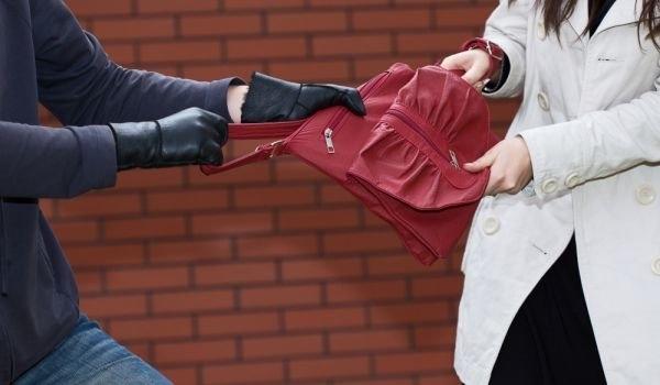 Дамска чанта е задигната от магазин във Враца, съобщиха от