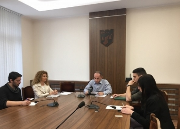 """Две фирми искат да доизграждат спортната зала на СУ """"Христо Ботев"""""""