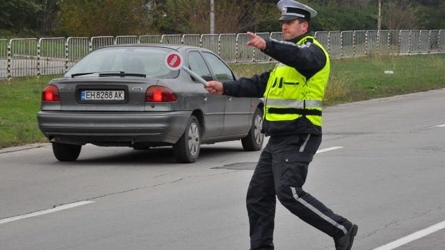 Полицията е заловила трима шофьори, карали леки автомобили с марка