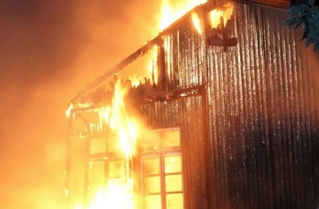 Голям пожар е бушувал в кошара в монтанското село Сталийска