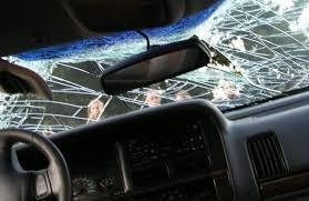 Лек автомобил пострада при разпра между гости и домакини в