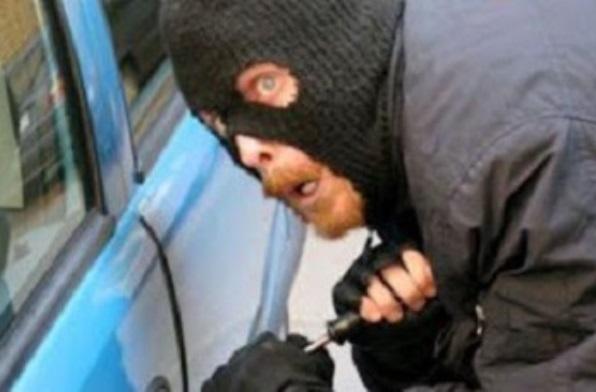 Неизвестен е откраднал фирмен камион от служебен паркинг в Лом,