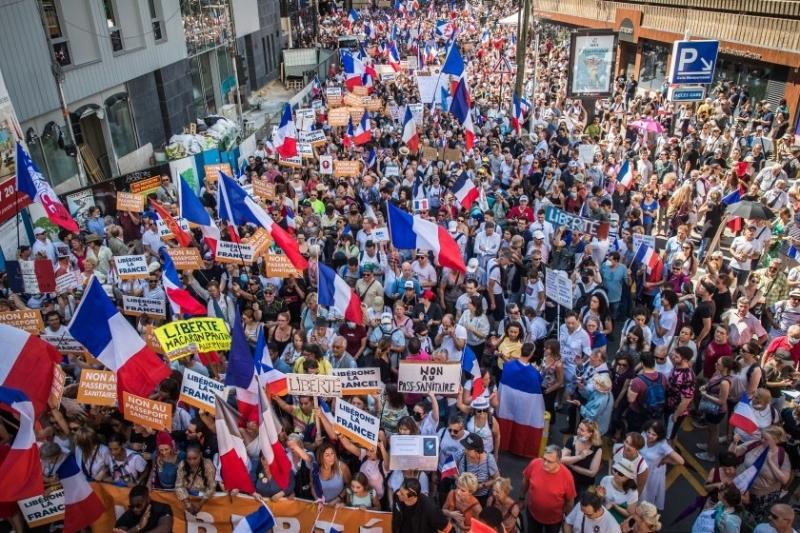 Десетки хиляди души за поредна 11-а събота протестираха днес в