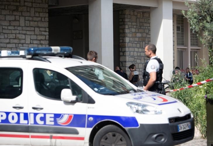 Жена нападна с нож двама души в югоизточната част на