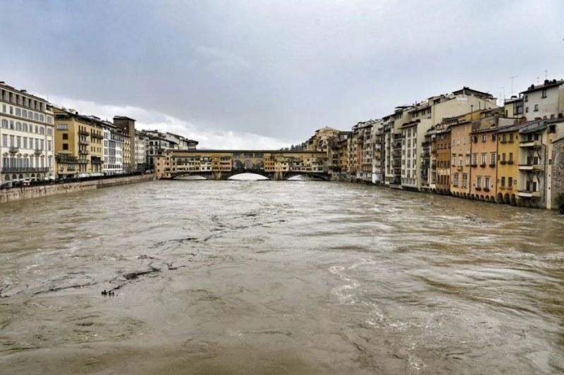 Флоренция и Пиза са изправени пред бедствие заради проливни дъждове  /снимки/