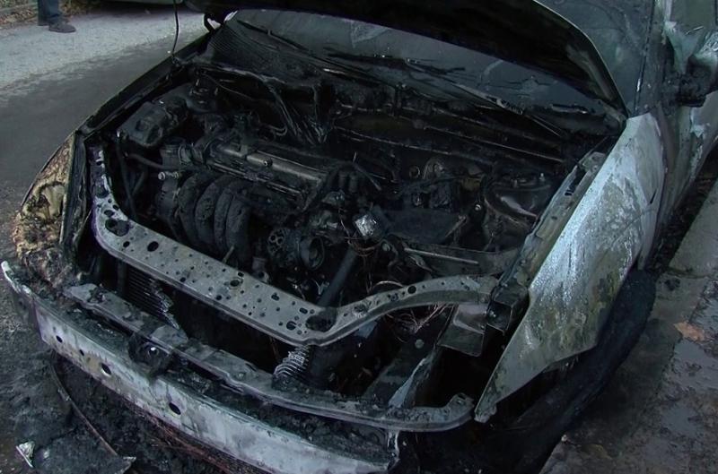 """Лек автомобил """"БМВ"""" е бил запален пред къща във Врачанско,"""