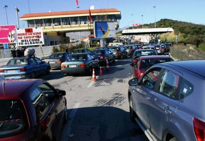 Албания ще отвори границите си за наземен транспорт към съседите