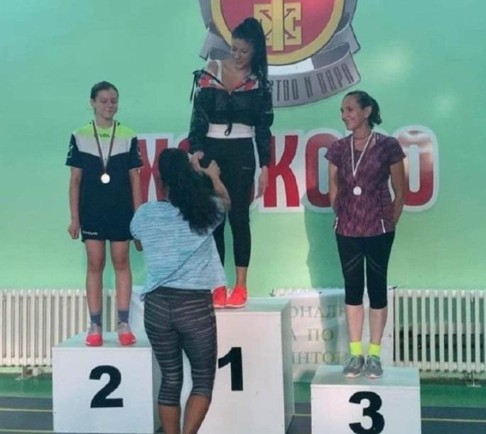 С един златен медал се завърна отборът по бадминтон на