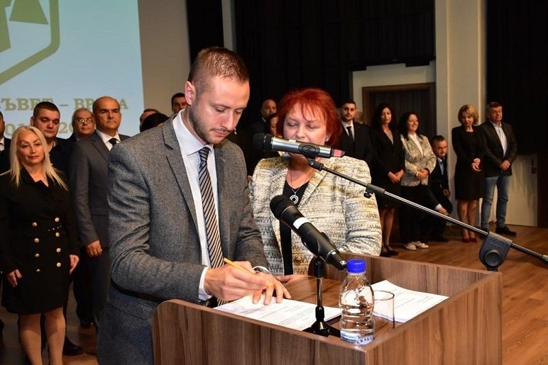 Врачанският общински съветник от ГЕРБ Александър Владимиров стана горд баща