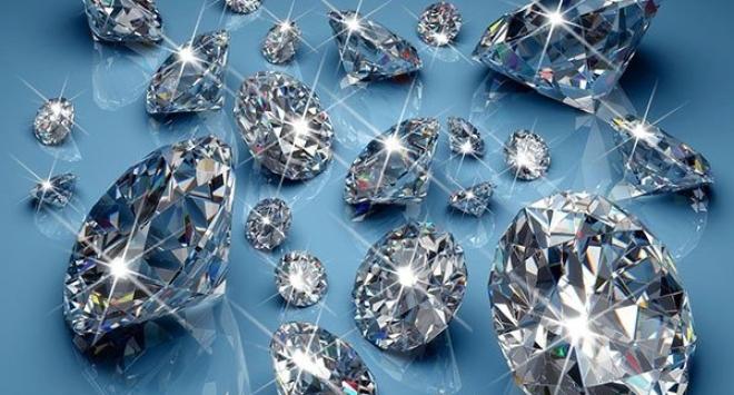 Жена беше арестувана за кражба на 500 диаманта с общо