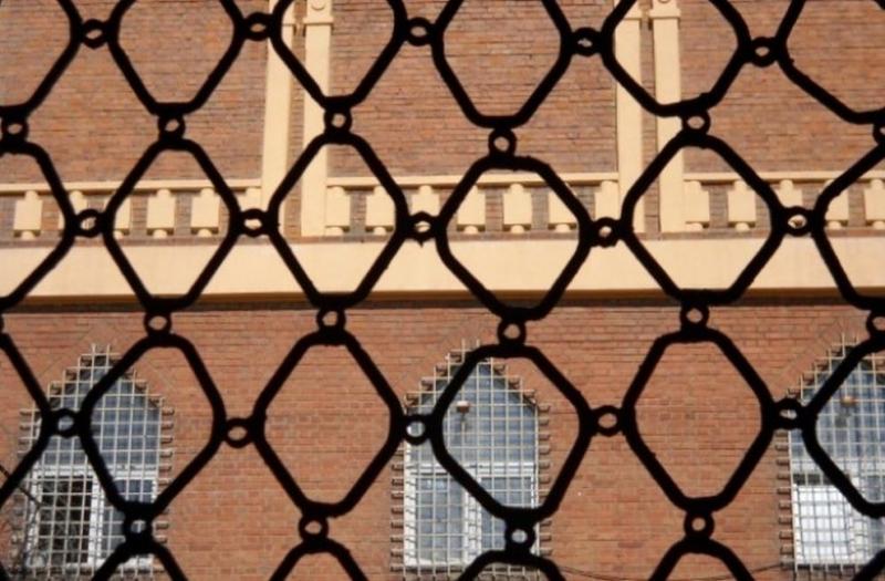 Трима затворници са били тествани в затвора в Оксфордшир за