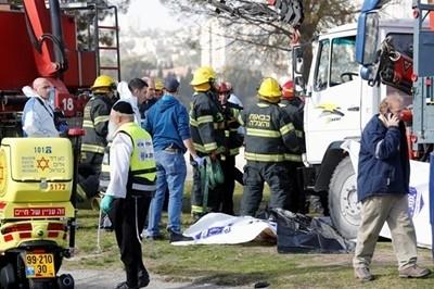 Шофьорът, прегазил 15 души в Ерусалим, бил палестинец (снимки)