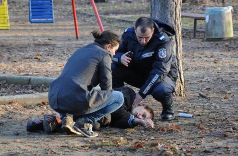 Терор! Циганчета пребиха 17- годишно момче на стадиона в Монтана