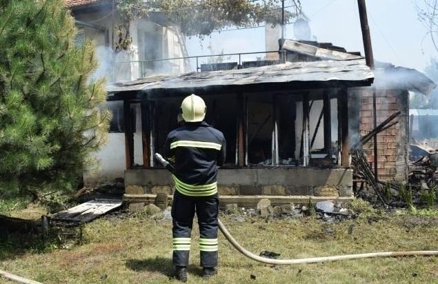 Снимка: Мъж пострада при пожар в дома си във Видин