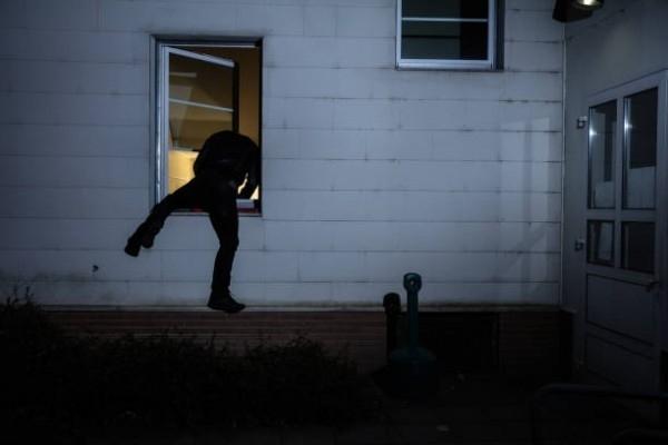 Неизвестен е извършил кражба от къща в село Крива бара,