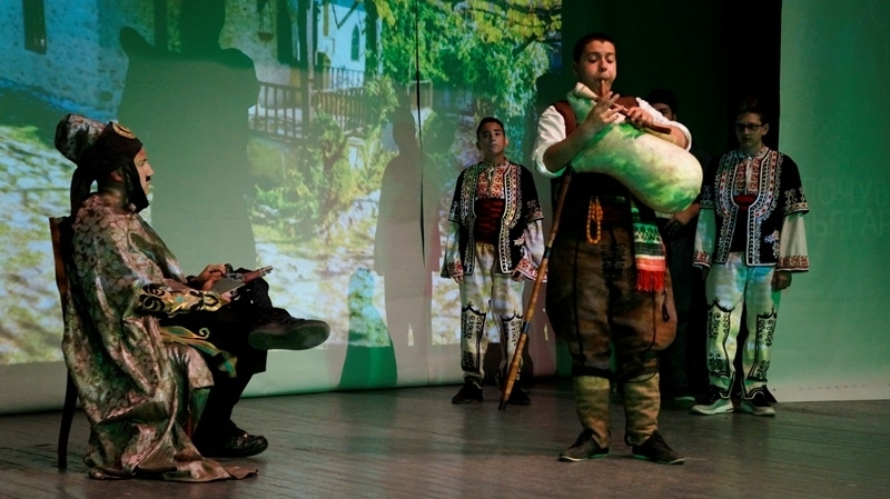 Родолюбиви ученици организираха зрелищен спектакъл в Мездра