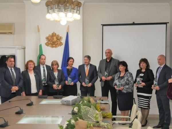 С почетен знак и грамота днес врачанският губернатор Малина Николова