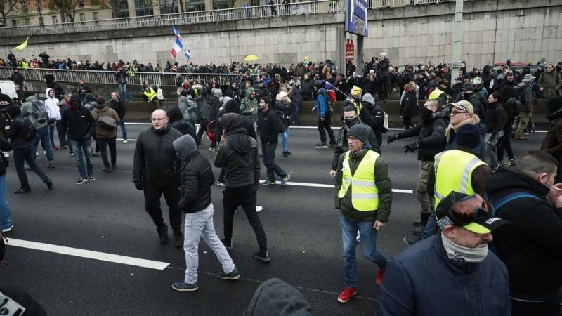 """Полицията задържа 24 участници в днешния протест на """"жълтите жилетки"""""""