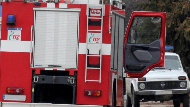 Фалшив сигнал за дерайлирал товарен влак вдигна на крак пожарната