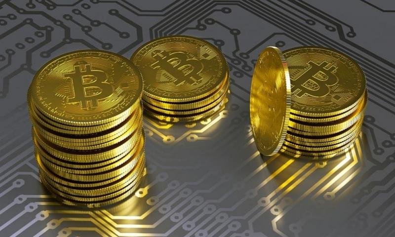 Криптовалутата биткойннадмина 11 000 щатски долараи продължава да се покачва.