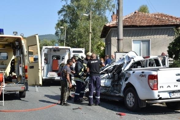 С опасност за живота е пострадалият при катастрофата в района