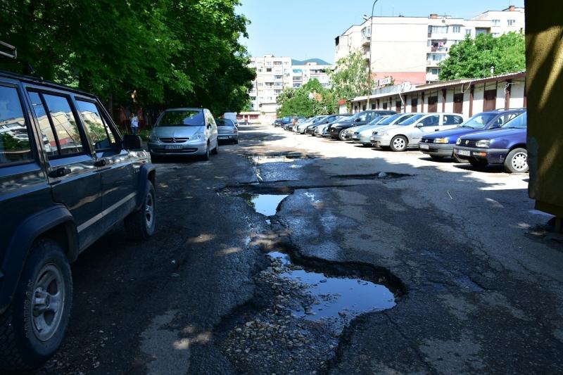 След подобряване на метеорологичните условия, ще започне асфалтирането на пътната