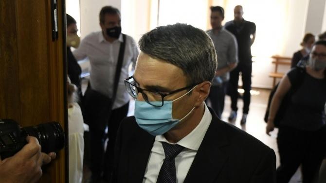 След внесено искане на Окръжна прокуратура – Сливен, съдът задържа