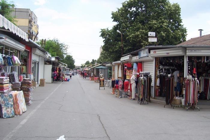 Най-голямото тържище на открито в България също заработи. След два