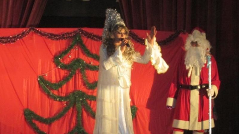 Започнаха коледно-новогодишните тържества в община Ружинци. Децата бяха зарадвани с