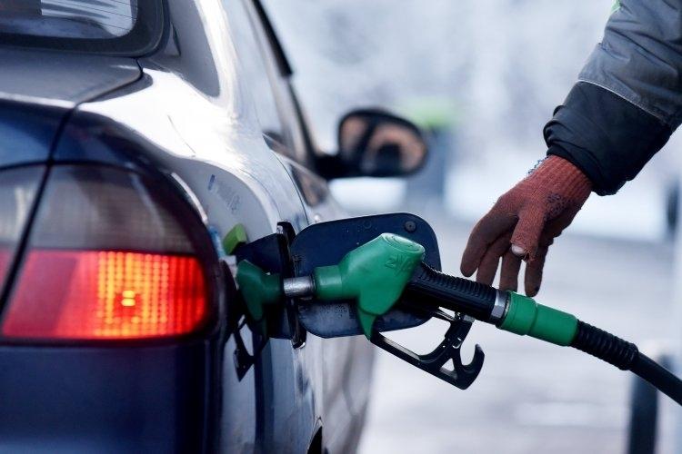 Ценитете на горивата в Гърция скачат, а бензинджии в страната