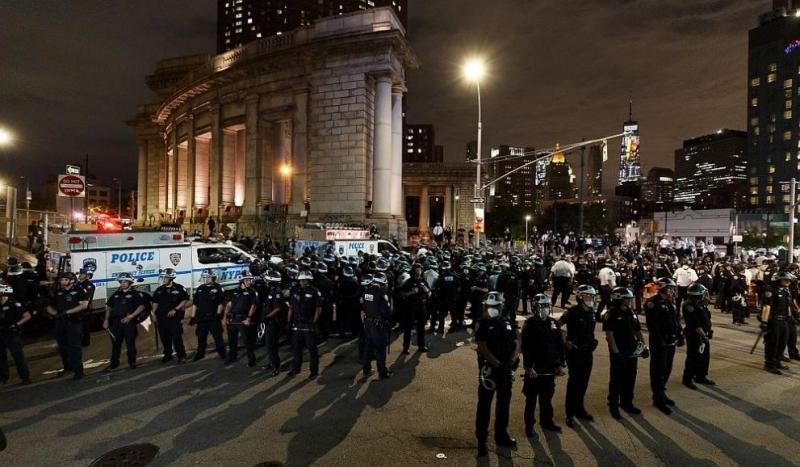 Десетки хиляди хора излязоха по улиците на много места в