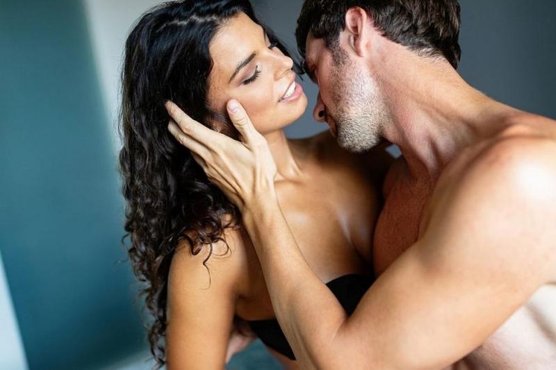 Сексологът Беата Врубел разказа за научно доказаните ползи от интимността