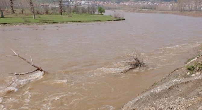 Няма опасност от преливане на реки и язовири в Ловешко,
