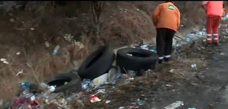 Снимка: Шофьори превърнаха магистрала Хемус в сметище