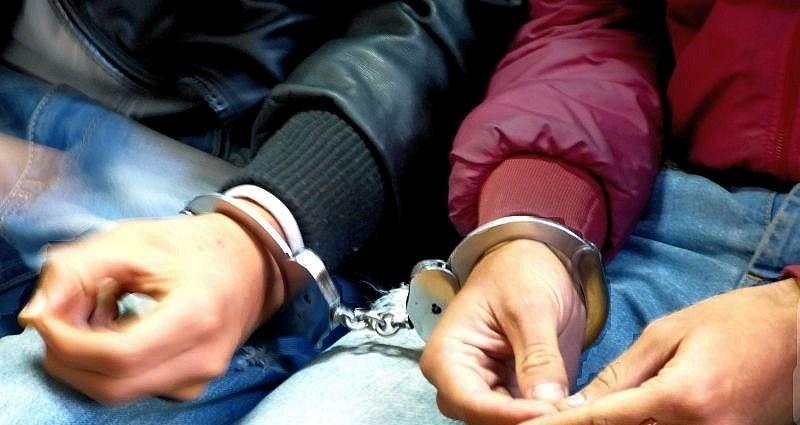 Двама 15-годишни, нанесли побой на възрастен мъж, са задържани в