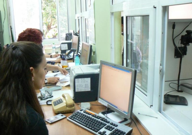 В деня на изборите звената за български документи за самоличност