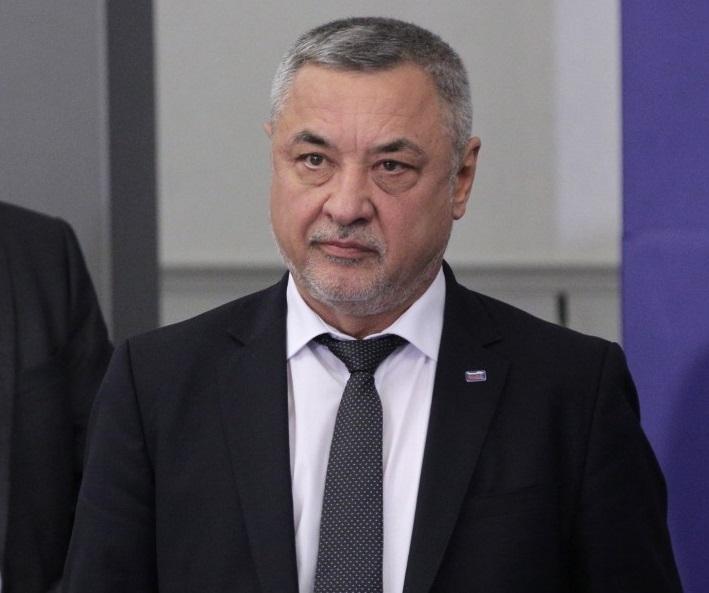 Вицепремиерът Валери Симеонов е депозирал оставка. Очаква се изявление в