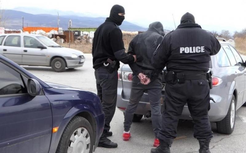 Полицейски служители са разкрили наркооранжерия и са намерили голямо количество