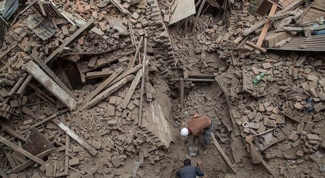 Най-малко 13 души загинаха при срутване на част от църква