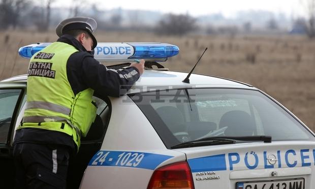 Вчера полицаи са изловили трима души да управляват мотопеди без