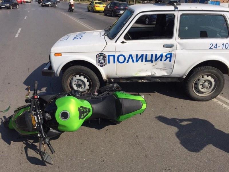 Снимка: Пиян моторист се удари в патрулка след гонка в Плевен
