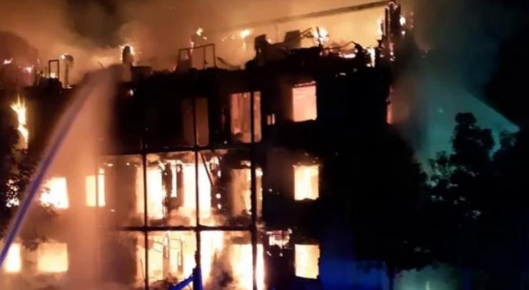 Около 125 огнеборци са се борили с пожар в югозападен