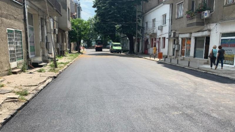 """Днес е положен нов асфалт на улица """"Рибарска"""" във Видин."""