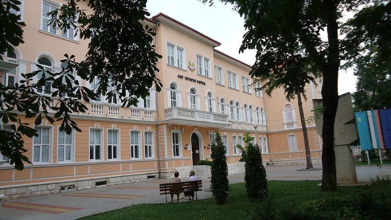 """СУ """"Христо Ботев"""" във Враца връчва дипломите на зрелостниците си"""