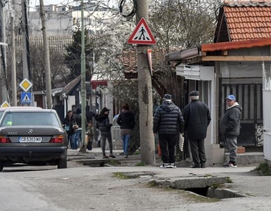 Въпреки че служители на МВР обикалят из ромските махали и