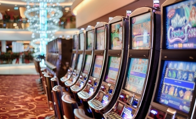 Маскирани и въоръжени мъже са нападнали и ограбили казино в