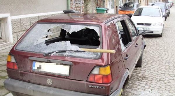 Бандит потроши автомобила на дядо в Монтанско, съобщиха от МВР.