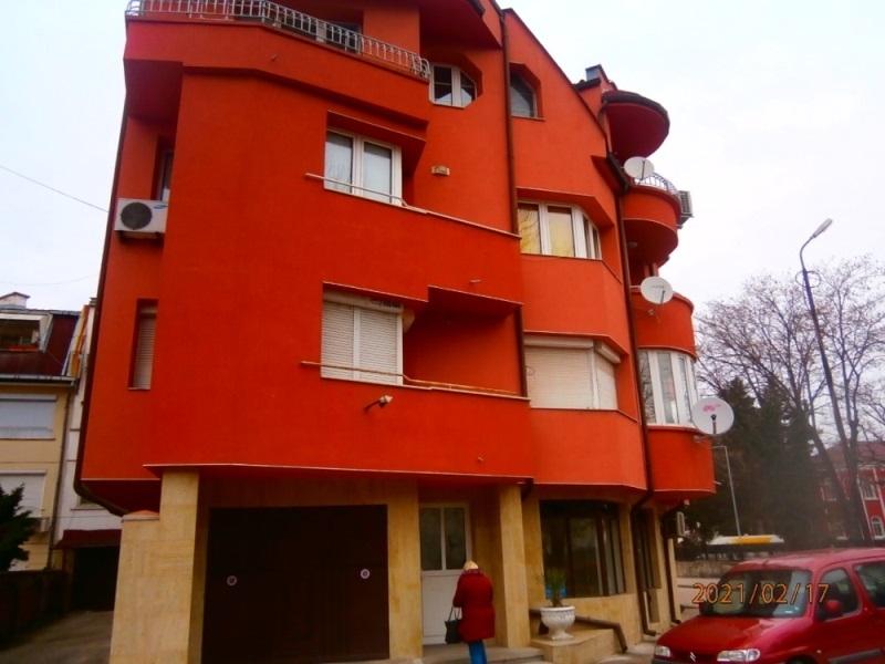 Частен съдебен изпълнител обяви за публична продан едностаен апартамент във