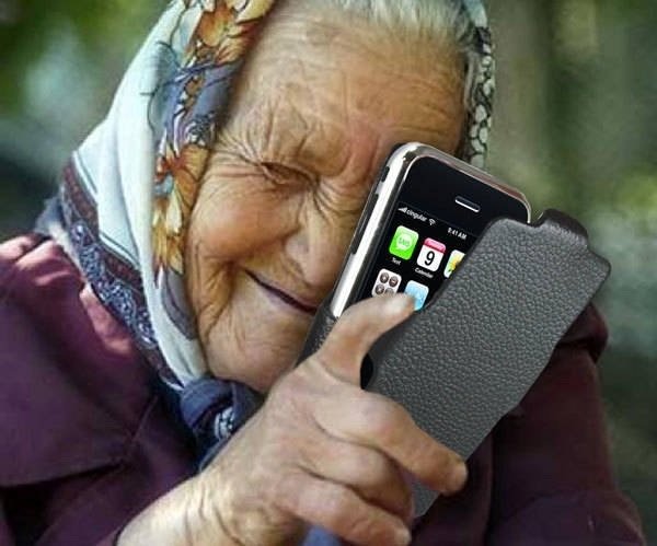 Служители на реда са хванали възрастна жена, отмъкнала мобилен телефон